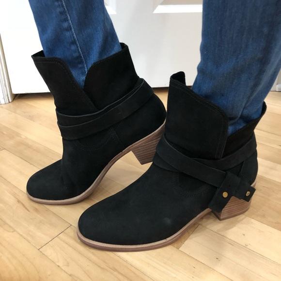59f2622dcd6 UGG Elora black boots NWT